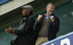 Football Soccer - Chelsea v Sunderland - Barclays Premier League - Stamford Bridge - 19/12/15 Didier Drogba and Chelsea owner Roman Abramovich celebrate after Pedro (not pictured) scores their second goal Action Images via Reuters / John Sibley Livepic