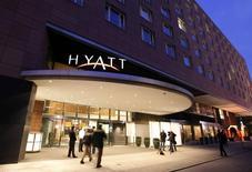 Гостиница Grand Hyatt в Берлине. 6 марта 2010 года. Управляющая сетью отелей американская компания Hyatt Hotels Corp сообщила, что ее система обработки платежей была заражена вредоносным ПО, которое похищает данные кредитных карт. REUTERS/Fabrizio Bensch