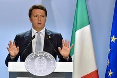 Le président du Conseil italien, Matteo Renzi. L'Italie se sent insuffisamment respectée par la Commission européenne et par ses partenaires européens et veut convaincre l'Union européenne d'adopter des politiques plus audacieuses et soutenant davantage la croissance, estime Sandro Gozi, secrétaire d'Etat italien chargé des Affaires européennes. /Photo prise le 26 juin 2015/REUTERS/Eric Vidal
