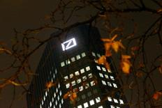 The Deutsche Bank headquarters are seen in Frankfurt, Germany October 28, 2015.   REUTERS/Kai Pfaffenbach