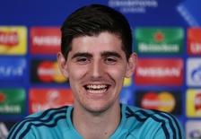 Goleiro Thibaut Courtois do Chelsea em coletiva na Inglaterra.    8/12/2015 Action Images via Reuters / Matthew Childs Livepic