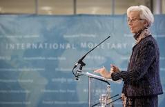 """La directora gerente del FMI, Christine Lagarde, habla en una conferencia de prensa en Londres, 11 de diciembre de 2015. El crecimiento económico global será """"decepcionante"""" el próximo año, dijo la jefa del Fondo Monetario Internacional en un artículo publicado el miércoles en el diario alemán Handelsblatt. REUTERS/Stefan Rousseau/Pool"""