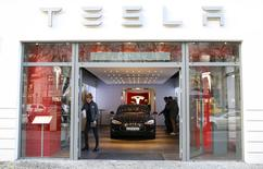 A Tesla car 'Model S' sits in a dealership in Berlin, Germany, November 18, 2015. REUTERS/Hannibal Hanschke