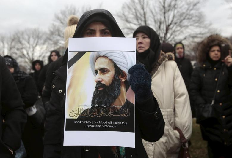 A Muslim American protests against the execution of Shi'ite Muslim cleric Nimr al-Nimr in Saudi Arabia, during a rally in Dearborn, Michigan January 3, 2016. REUTERS/Rebecca Cook