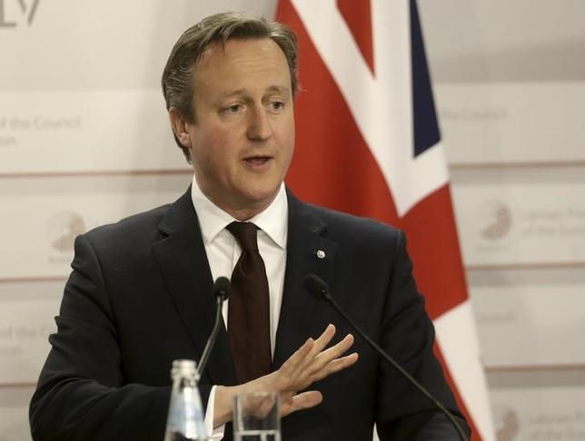 1月5日、英国のキャメロン首相(写真)はサウジアラビアへの訪問を延期したことが分かった。英タイムズ紙が5日付で報じた。ただ政府高官によると、サウジアラビアがイランと断交したこととは無関係だという。リガで2015年5月撮影(2016年 ロイター/Ints Kalnins)