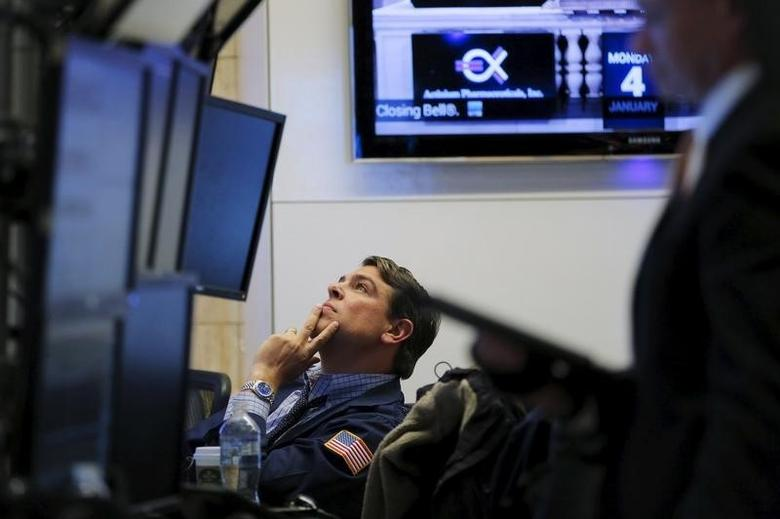 A trader works on the floor of the New York Stock Exchange (NYSE) shortly before the closing bell in New York January 4, 2016.  REUTERS/Lucas Jackson