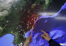 Карта со сейсмическими волнами на брифинге Метеорологической службы Южной Кореи. Сеул, 6 января 2016 года. Северная Корея объявила в среду об успешном испытании миниатюрной водородной бомбы, что означает существенный прорыв в развитии ядерного потенциала страны-изгоя, который встревожил ее соседей Японию и Южную Корею. REUTERS/Kim Hong-Ji