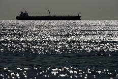 An oil tanker is seen on Lake Maracaibo in Venezuela's western state of Zulia March 1, 2008.  REUTERS/Jorge Silva