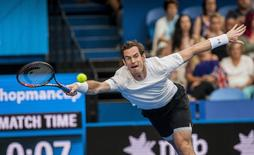 Britain's Andy Murray dives for a return shot during his singles match against France's Kenny de Schepper during the Hopman Cup at the Perth Arena, January 4, 2016.     REUTERS/Tony McDonough/AAP
