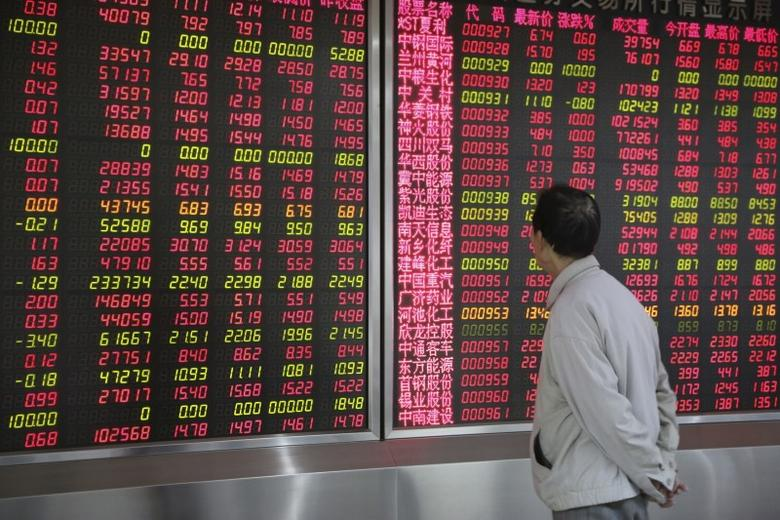 An investor looks at an electronic board showing stock information at a brokerage house in Beijing, China, January 6, 2016. REUTERS/Stringer