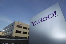 Yahoo Inc está trabajando en un plan para reducir su fuerza laboral en al menos un 10 por ciento y podría iniciar el proceso tan pronto como este mes, reportó Business Insider, citando a fuentes. Imagen del logo de Yahoo en esta imagen de archivo tomada el 12 de diciembre de 2012.  REUTERS/Denis Balibouse