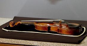 Fotografia ilustrativa de Violino Stradivarius .   06/02/2014    REUTERS/Darren Hauck