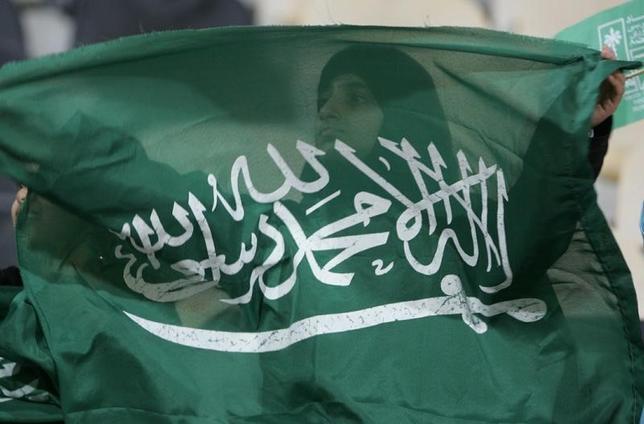 1月8日、サウジアラビア主導の連合軍とイエメン外務省は、サウジ軍機によるイラン大使館空爆を否定した。写真はサウジアラビア国旗。ドーハで2005年12月撮影(2016年 ロイター/Jamal Saidi)