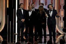 """El director Alejandro González  Iñárritu acepta el premio para """"The Revenant"""" como Mejor Película dramática en la edición 73 de los Globos de Oro en Beverly Hills, California, 10 de enero,  2016.  REUTERS/Paul Drinkwater/NBC Universal/Handout"""