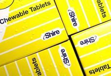 Shire Pharmaceuticals, groupe pharmaceutique britannique basé à Dublin, a annoncé lundi le rachat de l'américain Baxalta International pour environ 32 milliards de dollars (29,35 milliards d'euros), une opération qui devrait lui permettre de devenir l'un des leaders mondiaux dans le traitement des maladies rares. /Photo d'archives/REUTERS/Suzanne Plunkett