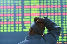La nouvelle chute des Bourses chinoises en ce début d'année 2016 a réveillé les inquiétudes des investisseurs à travers le monde sur l'état de santé réel de la deuxième économie mondiale. Pourtant, peu d'éléments confirment la thèse d'une dégradation spectaculaire des perspectives économiques de la Chine ces dernières semaines. /Photo prise le 11 janvier 2016/REUTERS/China Daily