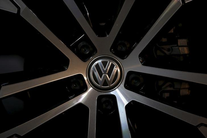 A logo of Volkswagen is seen on a wheel of a Golf car parked at a dealership in Seoul, South Korea, November 25, 2015. Picture taken November 25, 2015.  REUTERS/Kim Hong-Ji