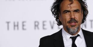 """El director mexicano Alejandro González Iñárritu posa durante el estreno de la película """"The Revenant"""" en Hollywood. 8 de enero de 2016.  González Iñárritu fue propuesto el martes para el premio del Sindicato de Directores (DGA por su sigla en inglés) por el drama """"The Revenant"""", que días atrás obtuvo tres Globos de Oro. REUTERS/Mario Anzuoni"""