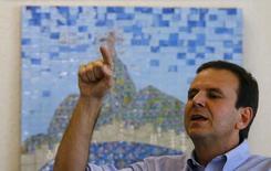 Prefeito do Rio do Janeiro, Eduardo Paes, dá entrevista para a Reuters no Rio. 04/08/2015 REUTERS/Ricardo Moraes