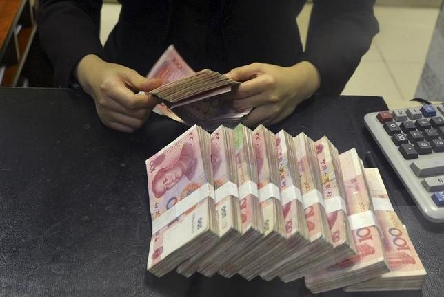 1月13日、オフショア人民元市場は、5年前の創設時には中国の金融自由化の象徴ともてはやされたが、最近は通貨の統制回復に向けた戦場へと様変わりしている。写真は合肥市で昨年4月撮影(2016年 ロイター)