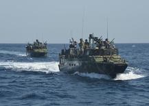 Foto de divulgação da Marinha dos EUA mostra barcos de patrulha norte-americanos no Golfo Pérsico, em junho de 2013. EUTERS/Marinha ds EUA/Divulgação via Reuters