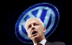 Volkswagen CEO Matthias Muller speaks at their media reception during the North American International Auto Show in Detroit, Michigan, January 10, 2016. REUTERS/Mark Blinch