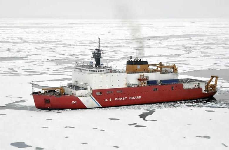 U.S. Coast Guard Polar Icebreaker/Research Vessel Healy, (WAGB 20) breaks ice in Arctic Ocean in this August 20, 2009 photo.   REUTERS/Patrick Kelley/U.S. Coast Guard/Handout