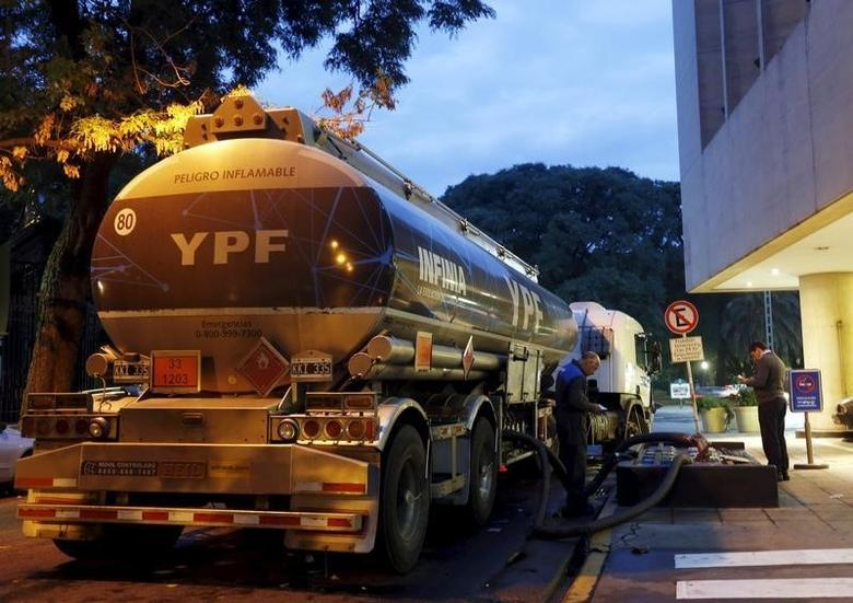 An oil tank truck fills the pumps petrol at a YPF petrol station in Buenos Aires March 25, 2015. REUTERS/Enrique Marcarian