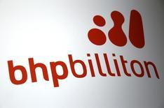 El logo de la minera BHP Billiton en Perth, Australia,el 19 de noviembre de 2015. Los trabajadores de la mina chilena de cobre Cerro Colorado pusieron fin a una huelga iniciada esta semana tras aceptar una propuesta por un nuevo contrato colectivo, informó el viernes una federación de sindicatos de mineras privadas. REUTERS/David Gray