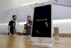 An iPhone 6 Plus is pictured on sale at an Apple Store in Los Angeles, California in this September 25, 2015 file photo. REUTERS/Jonathan Alcorn/Files
