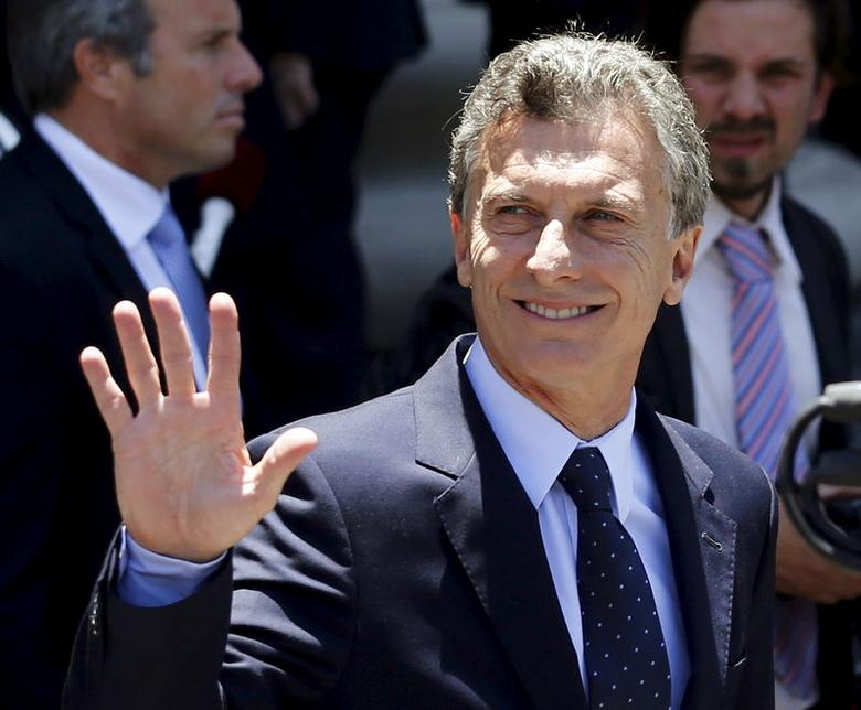 Argentina's President Mauricio Macri waves as he leaves Buenos Aires' cathedral December 11, 2015. REUTERS/Marcos Brindicci