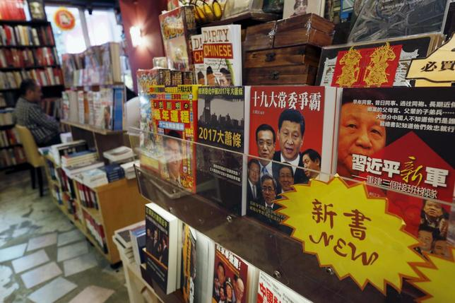 Books on China politics and senior leaders are displayed inside a bookstore in Hong Kong, China January 8, 2016. Picture taken January 8, 2016. REUTERS/Bobby Yip