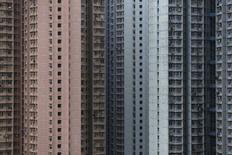 A Hong Kong. Les prix immobiliers en Chine ont augmenté en décembre pour le troisième mois d'affilée en glissement annuel, selon les calculs de Reuters à partir des données du Bureau national de la statistique. En moyenne, les prix immobiliers ont augmenté de 1,6% en décembre, par rapport à décembre 2014. /Photo prise le 15 décembre 2015/REUTERS/Tyrone Siu