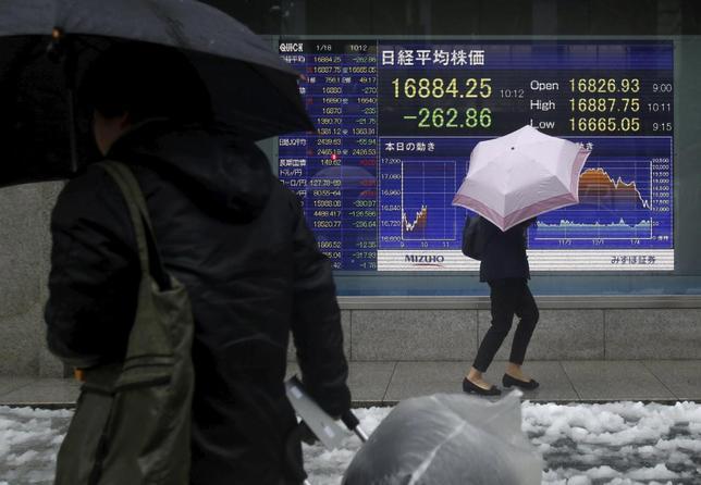 1月18日、浅川雅嗣財務官は都内で講演し、金融市場での動揺について「市場のボラティリティが高まっている。中国の動向を注視する」と述べた。都内で撮影(2016年 ロイター/Yuya Shino)
