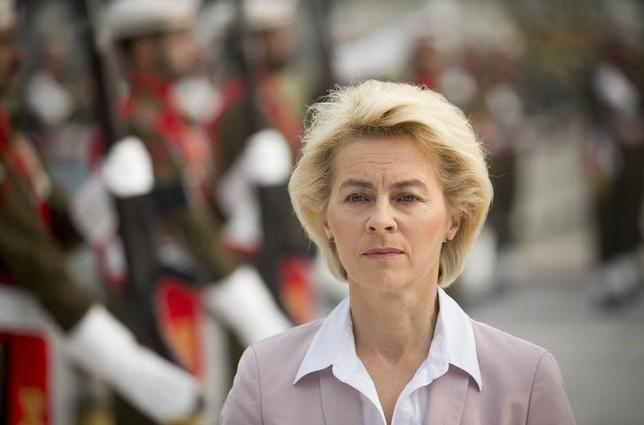 Germany's Defence Minister Ursula von der Leyen takes part in a welcoming ceremony with military honours at the headquarters of Pakistan's army in Islamabad, Pakistan, December 9, 2015. REUTERS/Kay Nietfeld/Pool