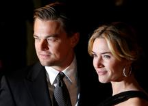 Leonardo DiCaprio and Kate Winslet pose at the European premiere of Revolutionary Road in Leicester Square in London January 18, 2009.  REUTERS/Luke MacGregor