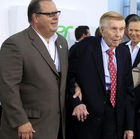 Sumner Redstone (R), executive chairman of Viacom and CBS, arrives as a guest at the premiere of ''Star Trek Into Darkness'' in Hollywood May 14, 2013. REUTERS/Fred Prouser