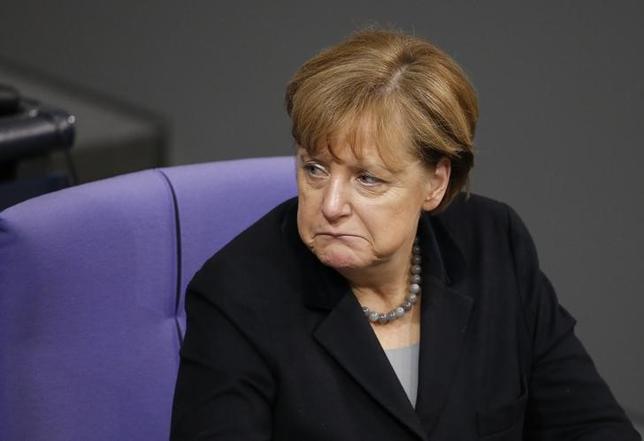 1月18日、ドイツのドブリント運輸相はメルケル首相(写真)に対し、難民の流入を食い止めるために国境の閉鎖を準備するよう求めた。ベルリンで13日撮影(2016年 ロイター/Fabrizio Bensch)