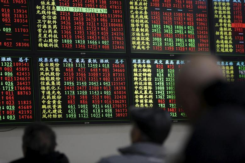 Investors look an electronic board showing stock information at a brokerage house in Shanghai, China, January 18, 2016.  REUTERS/Aly Song