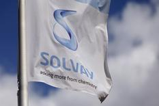 """Solvay est confiant dans sa capacité à croître en 2016. Pour 2015, le groupe a dit anticiper une croissance """"solide"""" de son excédent brut d'exploitation (EBE), des facteurs saisonniers devant se traduire par un quatrième trimestre moins bons que le troisième. /Photo prise le /Photo d'archives/REUTERS/François Lenoir"""