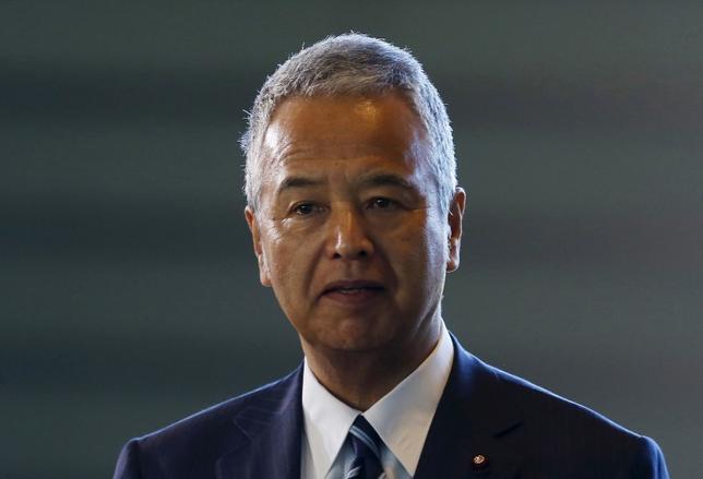 1月20日、甘利明経済再生担当相は、政治とカネに関する明日発売の一部週刊誌報道について「国民に疑惑を持たれないよう説明責任を果たす」と繰り返した。写真は昨年10月撮影(2016年 ロイター/Yuya Shino)