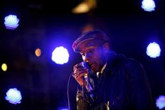 "Hip hop artist Mos Def performs during the ""Discover Music!"" event at Capitol Studios in Hollywood, California, in this file picture taken October 28, 2009. REUTERS/Mario Anzuoni/Files"