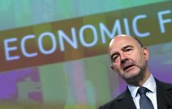 European Commissioner for Economic and Financial Affairs Pierre Moscovici presents the EU executive's autumn economic forecasts during a news conference at the EU Commission headquarters in Brussels, Belgium November 5, 2015.  REUTERS/Yves Herman