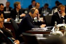 Los bancos centrales siguen teniendo balas en la recámara que pueden usar para contrarrestar la ralentización del crecimiento mundial, que no cambia las perspectivas de recuperación en la zona euro, dijo el miércoles el comisario europeo de Economía, Pierre Moscovici. En la imagen, Moscovici durante una sesión del G-20 en Antalya, Turquía, el pasado 15 de noviembre de 2015. REUTERS/Jonathan Ernst