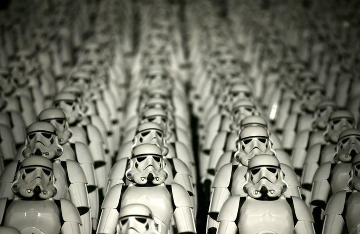 Five hundred replicas of the Stormtrooper characters from ''Star Wars'' are seen on the steps at the Juyongguan section of the Great Wall of China during a promotional event for ''Star Wars: The Force Awakens'' film, on the outskirts of Beijing, China, October 20, 2015. REUTERS/Jason Lee