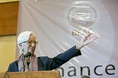 La directora gerente del FMI, Christine Lagarde, habla en una intervención en una reunión con los ministros de Finanzas del CEMAC en el Hotel Hilton deYaounde, Camerún, el 8 de enero de 2016. El ministro de Finanzas de Gran Bretaña, George Osborne, dijo el jueves que nominará a Christine Lagarde para un segundo mandato como directora gerente del Fondo Monetario Internacional. REUTERS/Stephen Jaffe/IMF