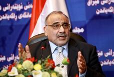 El ministro del Petróleo iraquí, Adel Abdul Mahdi, durante una conferencia de prensa en la sede del Parlamento iraquí, en Bagdad. 7 de septiembre de 2010. Los planes de Irak de incrementar su producción de crudo este año seguirán en marcha, las exportaciones alcanzaron en enero niveles récord y no se han visto afectadas por el regreso de Irán al mercado, dijo el jueves el ministro del Petróleo iraquí, Adel Abdul Mahdi, en una entrevista con Reuters. REUTERS/Thaier al-Sudani