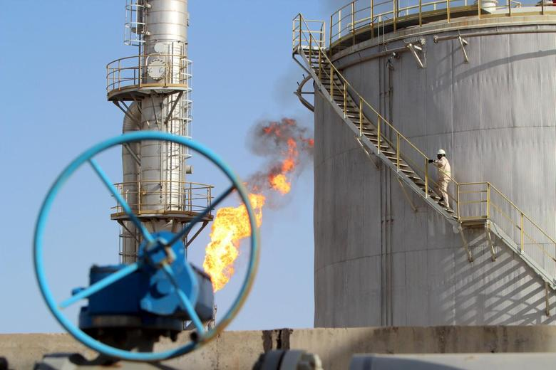 A worker climbs stairs at the Halfaya oilfield in Amara, southeast of Baghdad, January 21, 2016. REUTERS/Essam Al-Sudani