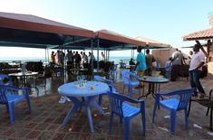 Пляж Лидо после нападения на ресторан Beach View Cafe. Могадишо, 22 января 2016 года. Не менее 17 человек погибли в результате атаки вооруженных боевиков-исламистов на ресторан в столице Сомали Могадишо в четверг, сообщила полиция. REUTERS/Feisal Omar