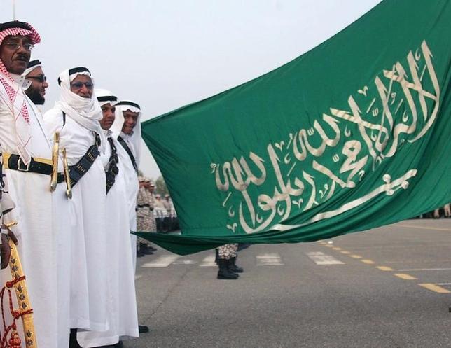 1月22日、原油価格の大幅下落は、サウジアラビアに厳しい経済改革の加速と国民への手厚い補助金削減を迫っている。写真はメッカ均衡で2006年1月撮影(2016年 ロイター/Ali Jarekji)